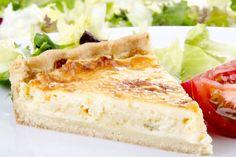 Pekonin, parmesaanin ja brie-juuston mehevöittämä piirakka saa veden kielelle.
