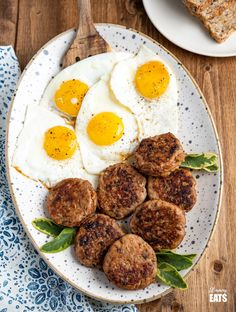 Delicious Homemade Turkey Breakfast Sausage Patties -simple ingredients and the perfect way to start the day with other breakfast sides. Easy Slimming World Recipes, Slimming Eats, Turkey Breakfast Sausage, Turkey Sausage, Cooking Recipes, Healthy Recipes, Healthy Meals, Vegetarian Recipes, Healthy Food