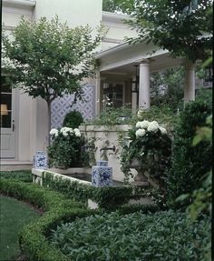 Chinoiserie Chic: Sunday Inspiration - Chinoiserie in the Garden
