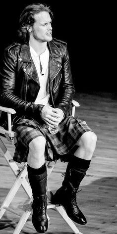 Sam Heughan (Jamie, Outlander) in modern kilt attire. Oh~so~sexy! Sam Heughan Caitriona Balfe, Sam Heughan Outlander, Outlander Series, Galloway, Black Dagger Brotherhood, Sam Heugan, Sam And Cat, Men In Kilts, Star Wars