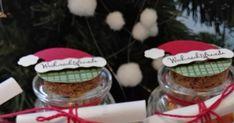 Hallo Zusammen,   heute zeige ich euch kleine Überlebenpäckchen für Weihnachten. Die braucht jeder bestimmt mal in der Vorweihnachtszeit.   ... Xmas, Christmas Ornaments, Chocolate Fondue, Advent, Diy And Crafts, Holiday Decor, Food, Mascara, Origami