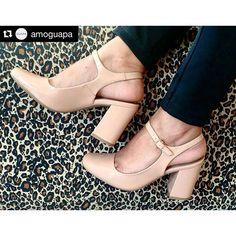 Uma semana com muitas novidades lindas!  #Repost @amoguapa with @repostapp. ・・・ Nossa nova coleção está assim, cheia de charme! E com muito amor para todas as mulheres! #paratodasasmulheres #inverno2016 #comfortguapa #amoguapa #voudeguapa #chic #elegant #sofisticada #instashoes #iloveshoes #amosapatos #cool #versatil #trend #moda #estilo #classic #nude