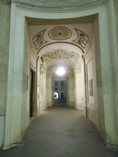 A walk through the nightly Palace Courtyards, Vienna, Austria