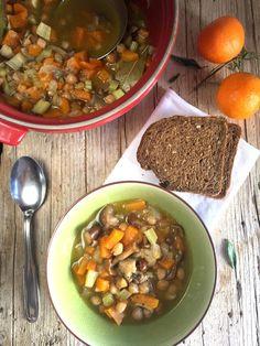 Zuppa di zucca, ceci e funghi