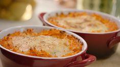 Hoe mooi ziet dit koninklijk vispannetje eruit?! Het is één van de favorieten van Koning Filip. Wil je dit heerlijk visgerecht zelf eens proberen? Bekijk dan zeker de video voor het recept. Food N, Food And Drink, Healthy Cooking, Healthy Recipes, Fish And Seafood, Macaroni And Cheese, Yummy Food, Lunch, Dinner