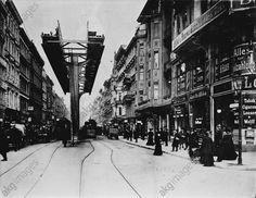 Berlin-Wedding, Versuchsstrecke der Schwebebahn, Brunnenstraße (1907–13, mit drei verschiedenen Mittelstützen der Architekten Bruno Möhring, Sepp Kaiser und Alfred Grenander).