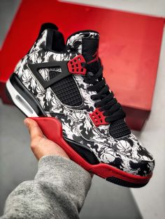 ♥️Item:Jordan ♥️Available in different colours 💜Delivery at the CBD is free ♥️Delivery done countrywide and East Africa ♥️Hurry while stock lasts A Hypebeast, Jordan 4 Retro, Jordan Iv, Zapatillas Jordan Retro, Nike Air Max, Baskets, Girls Basketball Shoes, Men's Fashion, Air Jordan Shoes