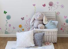 los vinilos de flores siempre adornan y dan alegría allí donde se pongan!      Flowers Wall Stickers for Kids Rooms #flores #vinilos #infantil #flowers #kids #decostickers