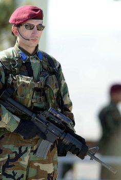 Bordo Bereliler aynı zamanda devlet büyüklerinin yakın koruma görevini de yerine getirirler. Dünyanın en iyi askeri özel timlerinden biridir. (Kimi verilere göre 2004 yılında Almanya'da düzenlenen Özel Kuvvetler yarışmasındaki birincilik performansıyla ilk sıradadır)