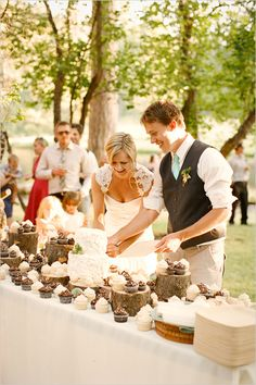 Log slices and plinths make a beautiful contrast with those wonderful cupcakes and wedding cake.