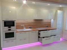 Kitchen Dining, Kitchen Decor, Kitchen Cabinets, Kitchen Appliances, Kitchens, Micro House, Modern Loft, Bons Plans, Winter House