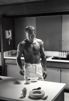 Hot Dudes—And Dads—Cooking Black And White Picture Wall, Black And White Pictures, Steeve Mcqueen, Steve Mcqueen Style, Men Are Men, Cooking Photography, How To Make Coffee, Making Coffee, Famous Men