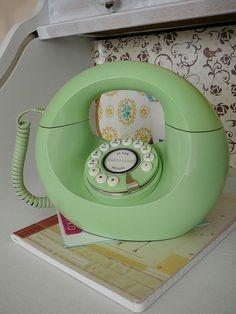 Mint, mint mint! vintage green telephone.