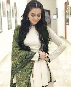 Hot Pakistani Actresses 🇵🇰, [Feb 2020 at PM] Kinza Hashmi young slut Of Pak Simple Pakistani Dresses, Pakistani Bridal Dresses, Pakistani Dress Design, Pakistani Outfits, Stylish Dresses For Girls, Simple Dresses, Casual Dresses, Stylish Girl, Pakistani Fashion Party Wear