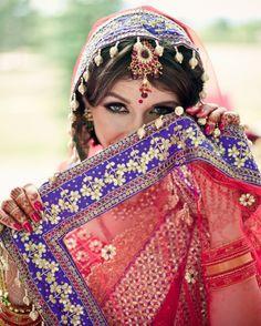 Russian bride in Indian bridal jewelry and Tarun Tahiliani lehnga #indianlehnga #taruntahiliani