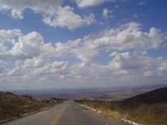 Estrada vista de cima da serra