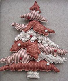 Questo Albero di Natale è realizzato con feltro sottile fantasia e lo potete trovare in versione cartamodello oppure in kit completo di ...
