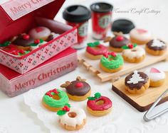 1:6 Scale Miniature Christmas Food Donuts Doughnuts Dollhouse Miniatures Starbucks Beverage Blythe Barbie Pullip DAL bjd Dolls Playscale Fake Food, Mini Small Tiny Dolls Food Christmas Miniatures