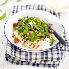 Grillattu kana on kivaa ruokaa rucolasalaatin kanssa.
