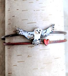 From start to finish, this li'l owl bangle set is made by hand. The pair is crafted from copper, and then enameled for a glossy finish, one with an owl, one with a heart. We like to think of them as a messenger of sorts.