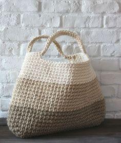 crochet basket/bag using tshirt yarn Bobbiny Bag Crochet, Crochet Diy, Crochet Handbags, Crochet Purses, Love Crochet, Crochet Crafts, Crochet Projects, Learn Crochet, Crochet Baskets