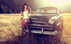 Симпатичная девушка и ретро автомобиль #девушка #машина #retro #auto #автомобили #классика by retroauto