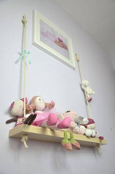 bonecas na parede