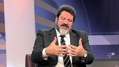 Uma fala de grande inteligência do professor Mário Sérgio Cortella, dizendo da diferenciação entre o papel da escola e o papel da família na educação das crianças.