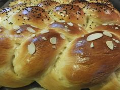 Greek Cooking, Wedding Pillows, Greek Recipes, Bagel, Biscuits, Flora, Food And Drink, Easter, Sweets