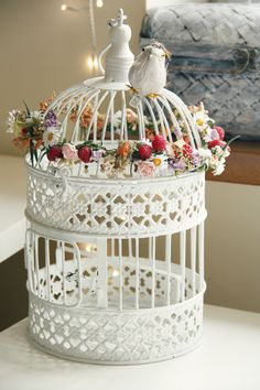 Use for a bird cage when the bird has flown. Romantic Shabby Chic, Shabby Chic Cottage, Vintage Shabby Chic, Shabby Chic Style, Shabby Chic Decor, Diy Bird Cage, Bird Cages, Caged Bird Feeders, Bird Cage Centerpiece