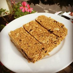oat bars with cashew butter, pineapple & dark chocolate - the body coach