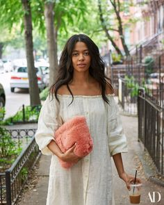 Brother Vellies Founder Aurora James Shares Her Morning Routine with AD - Architectural Digest School Fashion, Daily Fashion, Boho Fashion, Fashion Outfits, Fashion Tips, Street Fashion, Aurora James, Bed Stuy, Classic Style Women