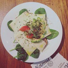 Lunch break at our restaurant Mama's, hmm gotta love avocado + Dutch cheese  #avocado #lunch #cheese #brunch #restaurant #amsterdam  #igersamsterdam #vscogood #instagood