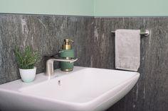 Ideen für das Badezimmer: mintgrüne Farbe als Wandgestaltung und dazu passende Badaccessoires // Jetzt auf atala.de