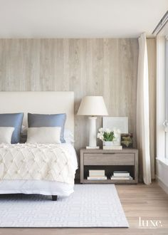 You can decorate guest bedrooms without neglecting their cosy sides. A guest bedroom can still look stylish. We have 30 cosy guest bedroom ideas in the . Read Cozy Guest Bedroom Ideas 2020 (For Your Inspiration) Luxury Home Decor, Luxury Interior, Luxury Furniture, Home Interior Design, Bedroom Furniture, Luxury Homes, Bedroom Decor, Bedroom Ideas, Bedroom Lighting
