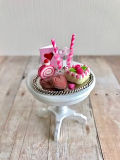 C1.3 1//12th scale DOLLS HOUSE HANDMADE STRAWBERRY CAKE WITH ON A CHINA PLATE