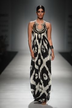 Check out all the looks here Dress Indian Style, Indian Dresses, Indian Outfits, Indian Wear, Look Fashion, Indian Fashion, Fashion Outfits, Ethnic Fashion, Indian Designer Outfits