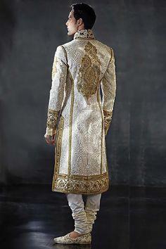 Couture - Tarun Tahiliani Tarun Tahiliani-and men's fashion. Indian Men Fashion, Ethnic Fashion, African Fashion, Mens Fashion, Fashion Goth, Sherwani, Indian Groom Wear, Tarun Tahiliani, Komplette Outfits