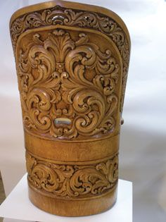 Acanthus carved kubbestol