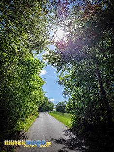 Die Hohenmirsberger Platte ist das Highlight der HINTERINDIEN.DE-Tour Nr. 47. Dort können Sie die schönsten Sonnenstunden mit weiten Ausblicken erleben. Country Roads, Tours, Sun, Hiking, Nice Asses