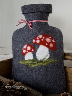 Tutorial for felted hot-water bottle insulator