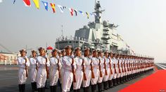 Chińscy marynarze na lotniskowcu Liaoning
