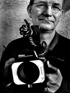 Martin Parr - British documentary photographer, photojournalist and photo book collector. Martin Parr, Documentary Photographers, Famous Photographers, Portrait Photographers, Magnum Photos, History Of Photography, Street Photography, William Eggleston, School Photos