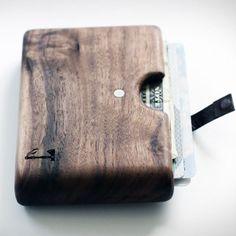 Cartera hecha de madera