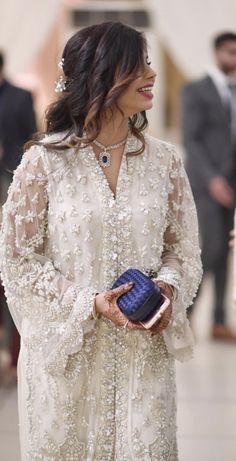 Shadi Dresses, Pakistani Formal Dresses, Pakistani Wedding Outfits, Pakistani Dress Design, Bridal Outfits, Indian Dresses, Pakistani Frocks, Wedding Dresses For Girls, Party Wear Dresses