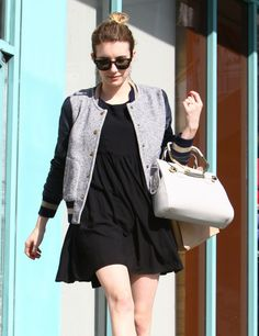Emma Roberts Engagement Ring Flaunt - http://oceanup.com/2014/01/22/emma-roberts-engagement-ring-flaunt/