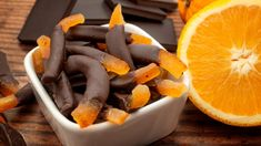 Las tiras de naranja confitadas con chocolate están causando sensación en las redes sociales, toma nota de cómo aprovechar al máximo tu presupuesto. Vitamin C Pulver, Churros, Healthy Nutrition, Health And Wellness, Sausage, Dessert, Vegan, Vegetables, Food