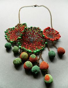 Crochet jewelry - Lidia Puica 'I like to have no limits in what I do' – Crochet jewelry Textile Jewelry, Fabric Jewelry, Beaded Jewelry, Gold Jewellery, Handmade Necklaces, Handmade Jewelry, Fibre And Fabric, Wire Crochet, Crochet Accessories