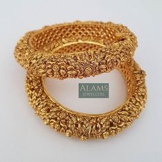 No automatic alt text available. Gold Jewellery Design, Gold Jewelry, Jewelry Bracelets, South Indian Jewellery, Indian Jewelry, Gold Bangles, Necklace Set, Jewelry Making, Jewels