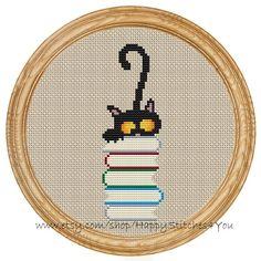 Cross Stitch Pattern PDF gatto e libri DD0071 di HappyStitches4You
